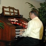 Mike Ohman demonstrating how to play a theater organ