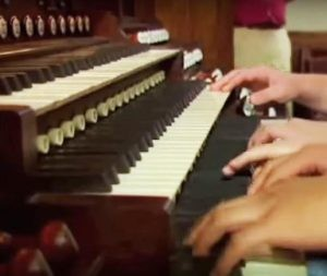 several-hands-at-organ